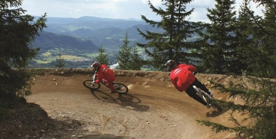 downhill-sykling-Mountain-Biking