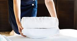 overnatting på hotell - rene håndklær